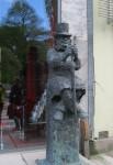 Статуя Г.Ибсена возле дома-музея драматурга
