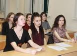 Молодое поколение слушает рассказ о герценовцах - участниках войны